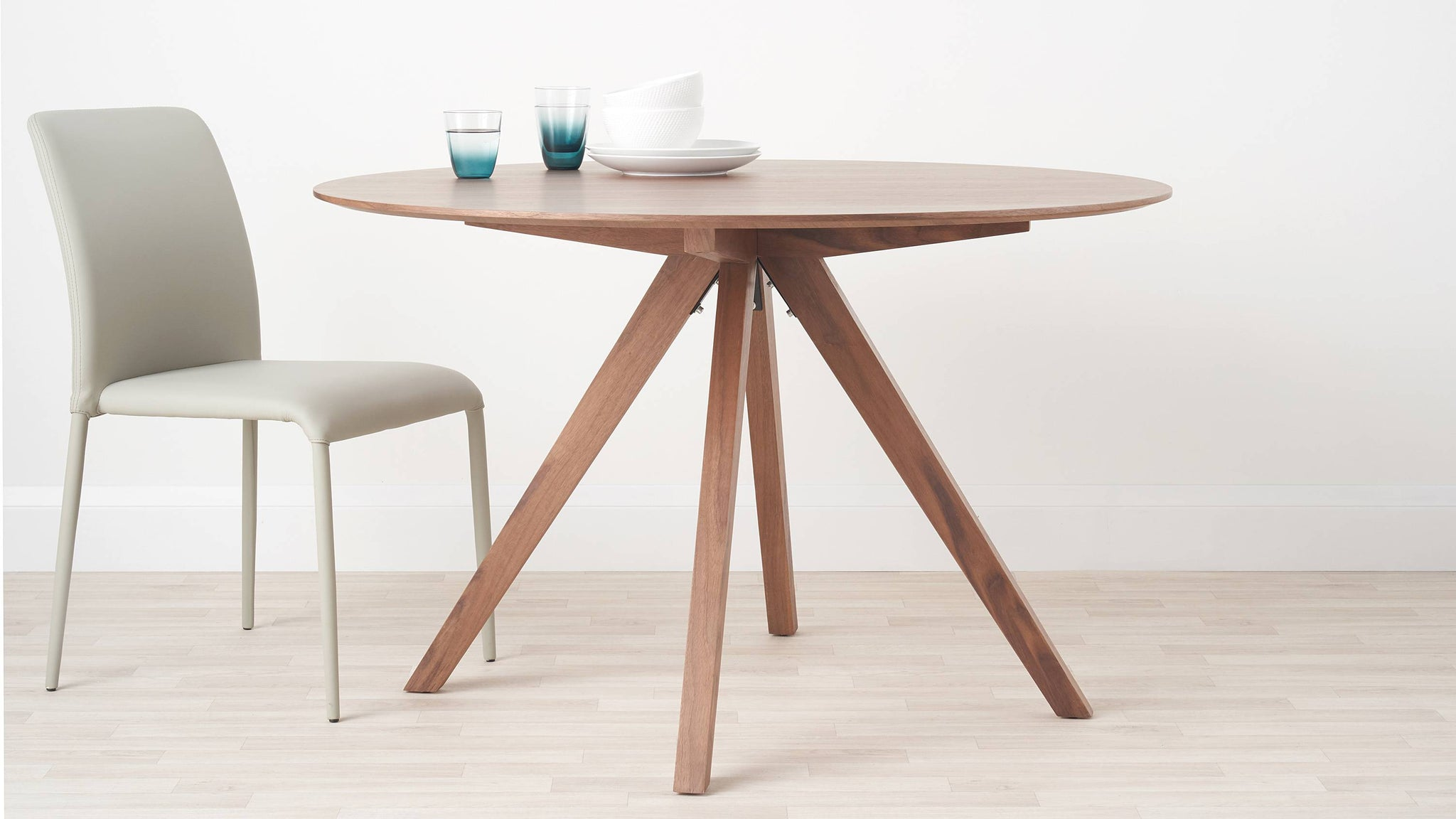 Wooden round table with trestle leg
