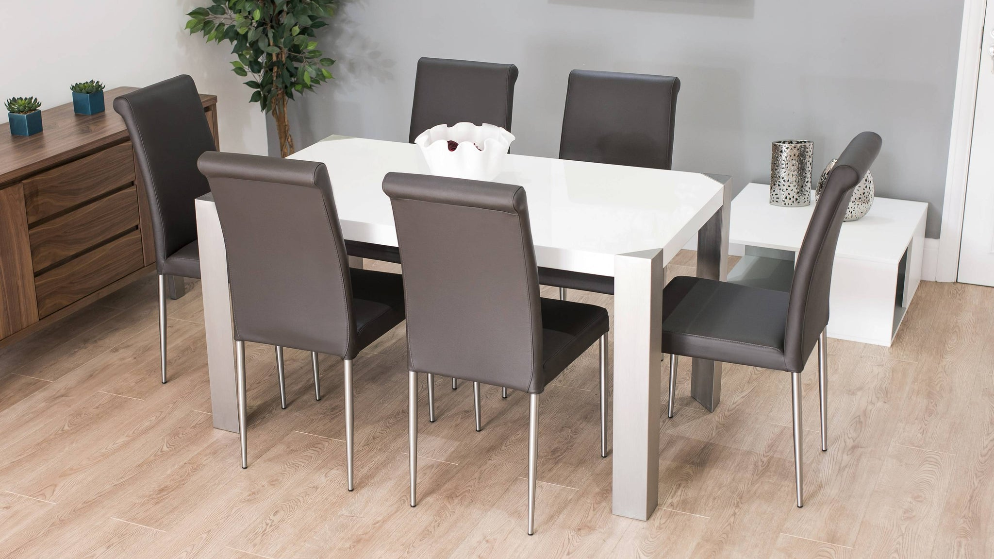 Stylish 4-6 Seater White Gloss Dining Table with Brown Chairs