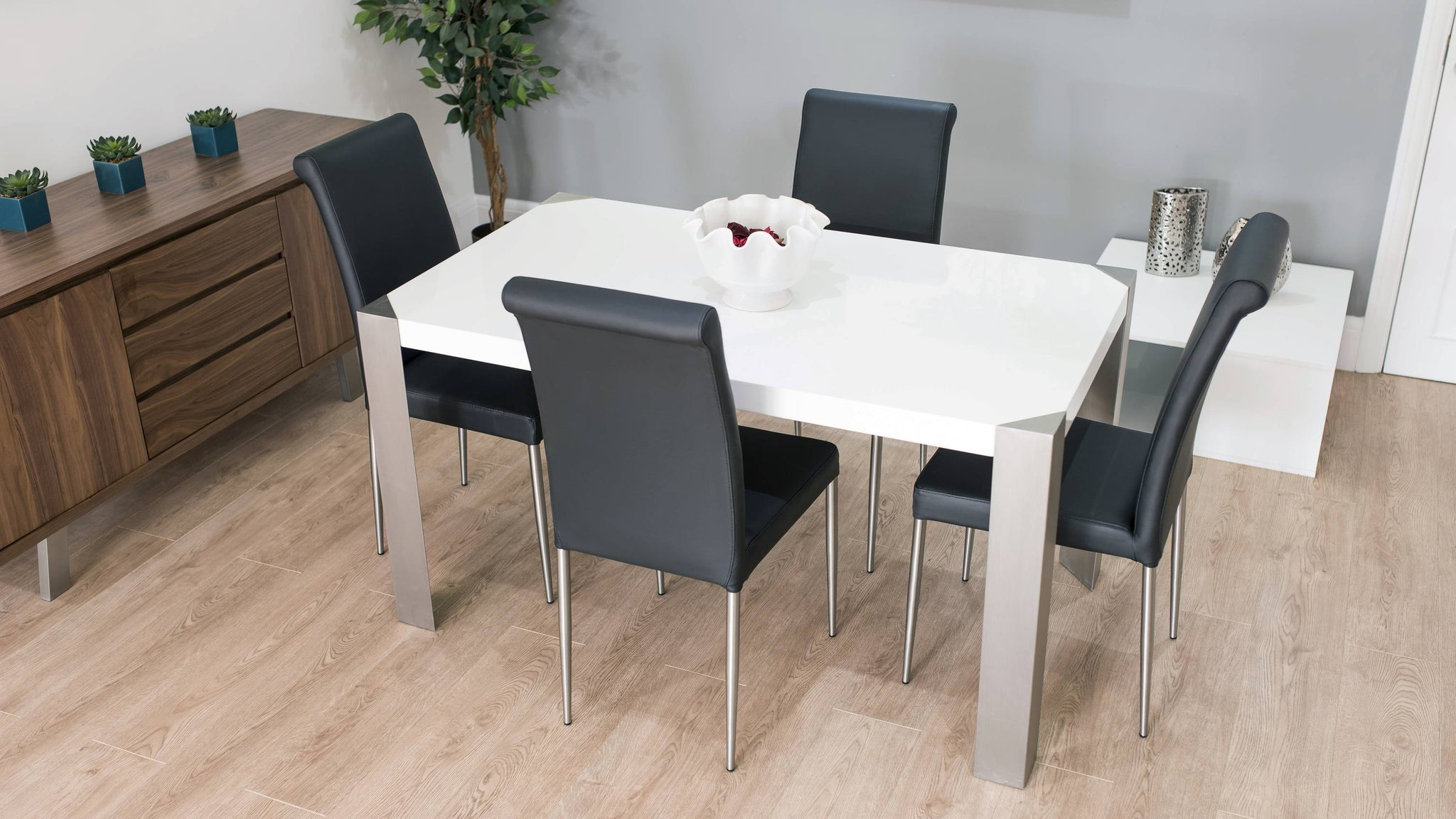 Black and White 4-6 Seater Dining Set