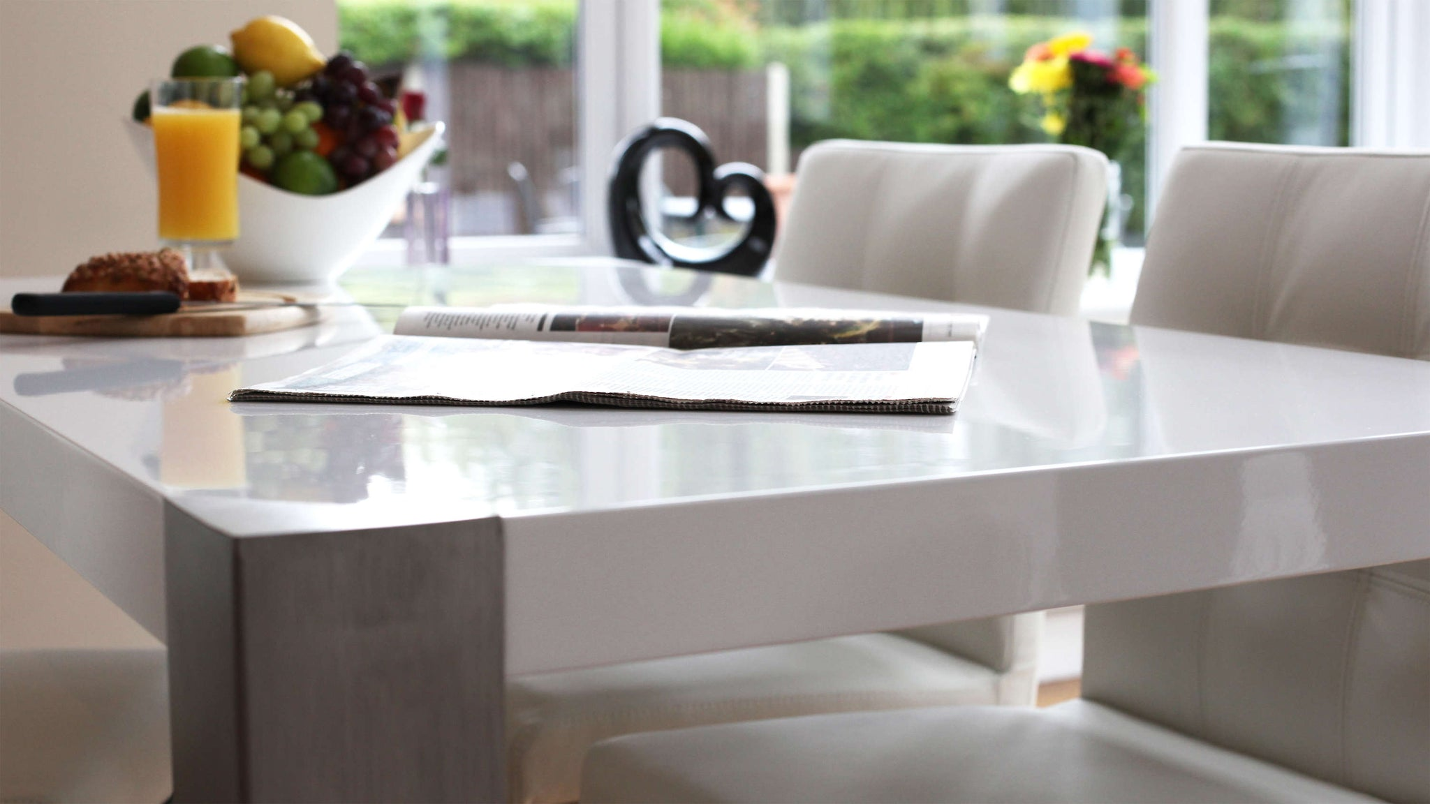 Stylish Gloss Dining Table with Brushed Metal Legs
