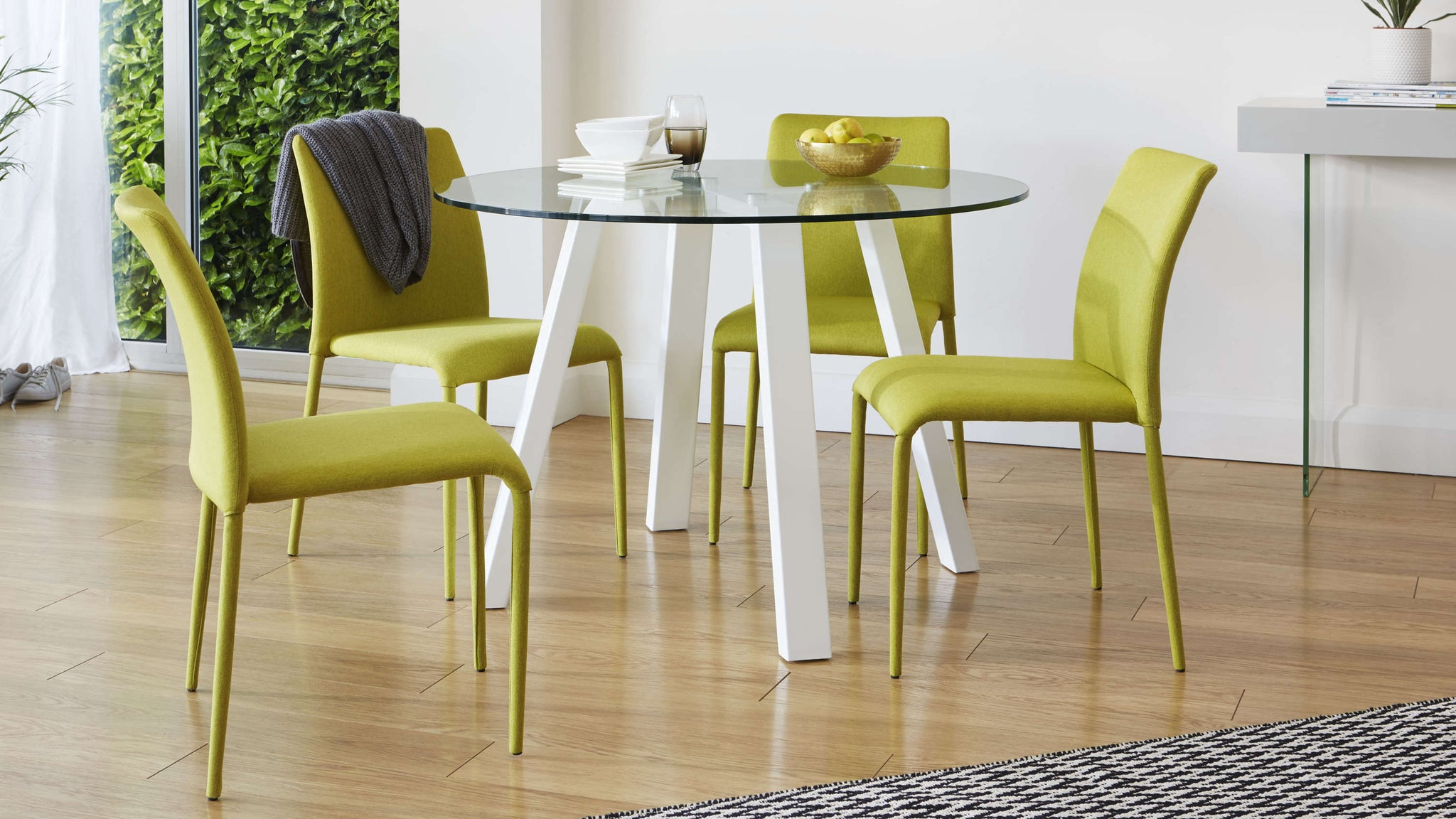Lime statement dining set