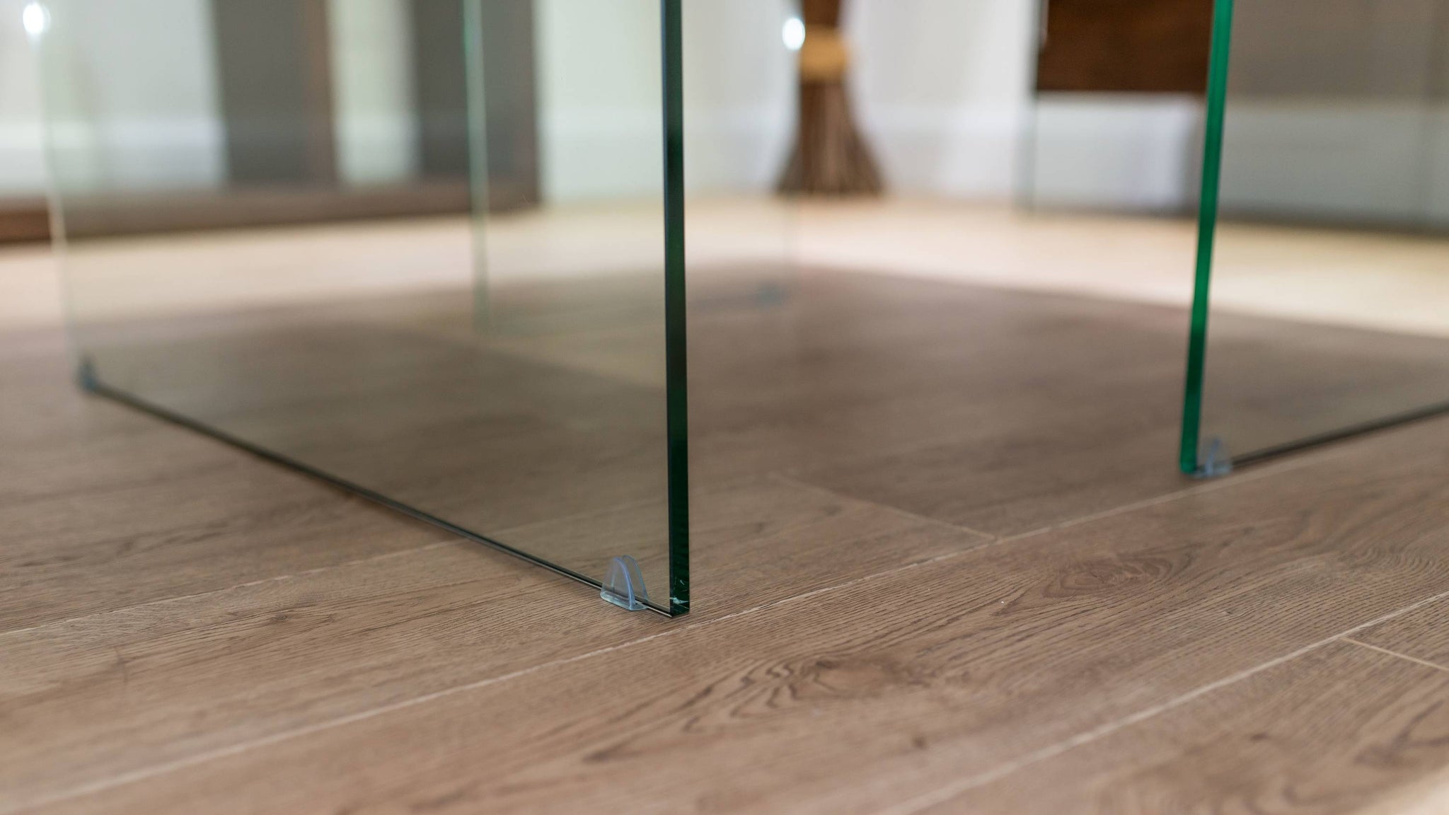 Dining Table with Strong Glass Legs