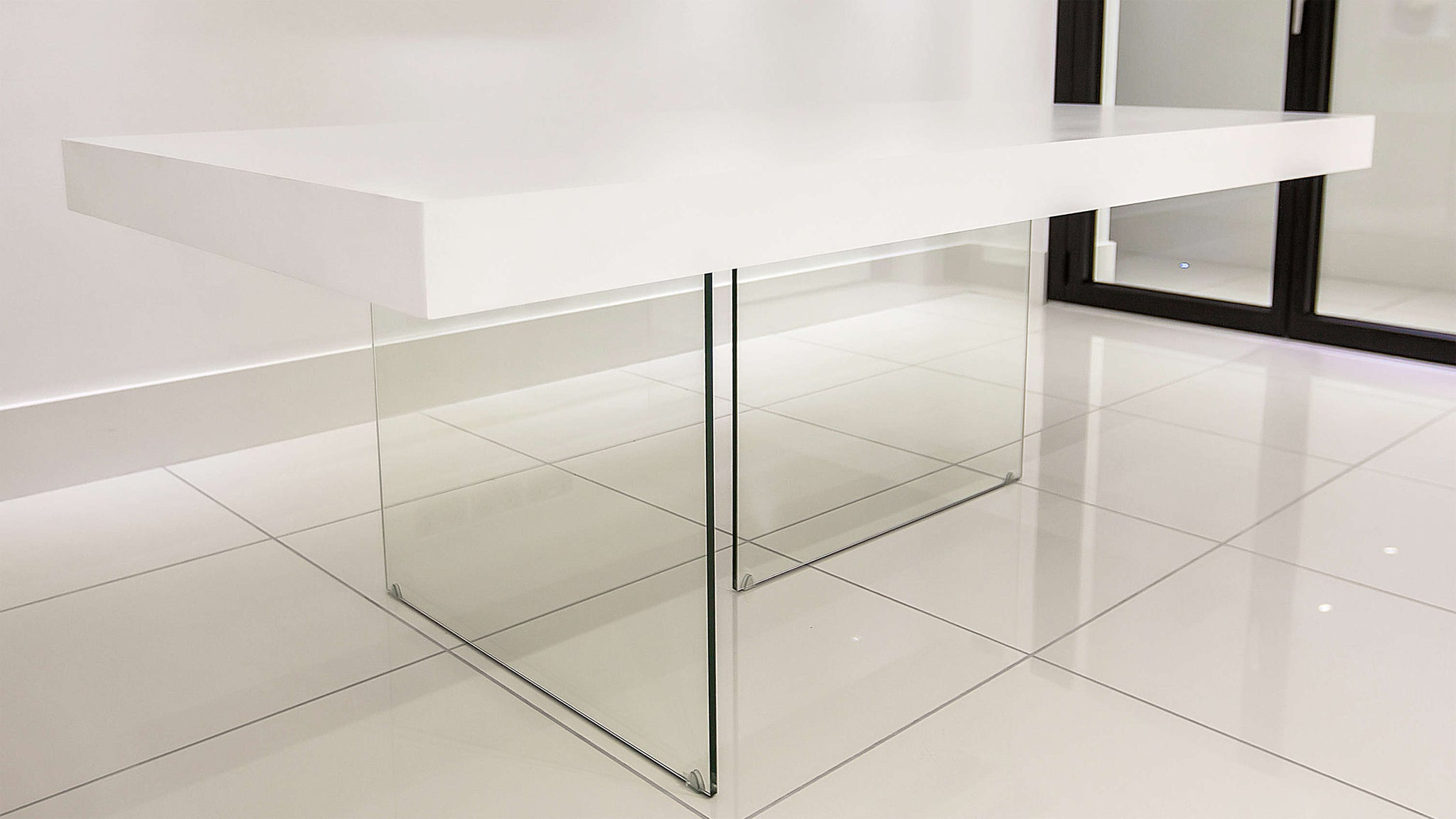 4-6 Seater White Dining Table with Glass Legs