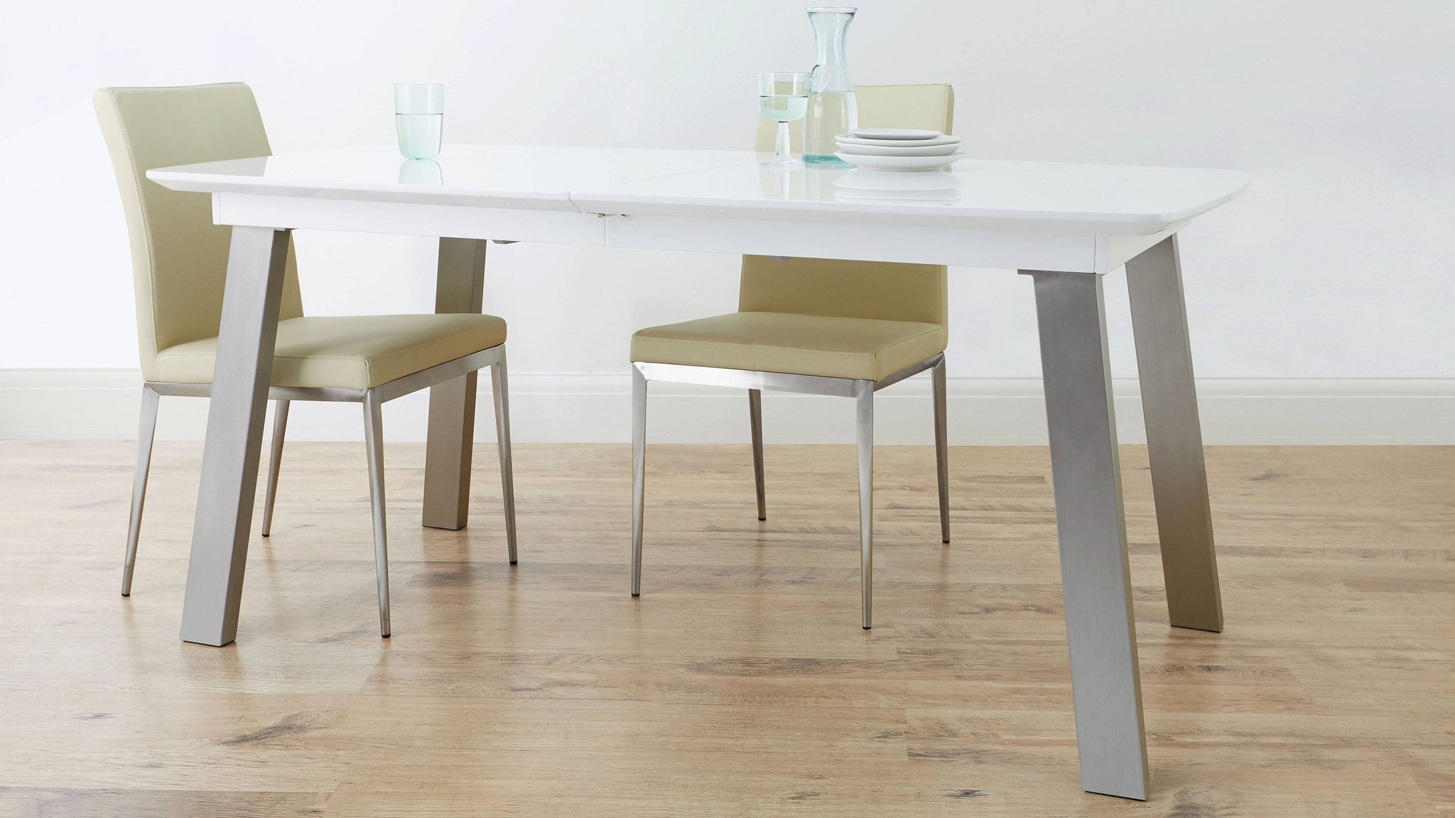 Gloss extending dining table