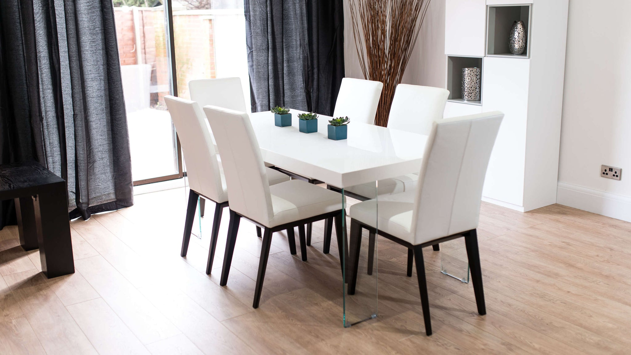 Stylish 6 Seater White Gloss and Real Leather Dining Chairs