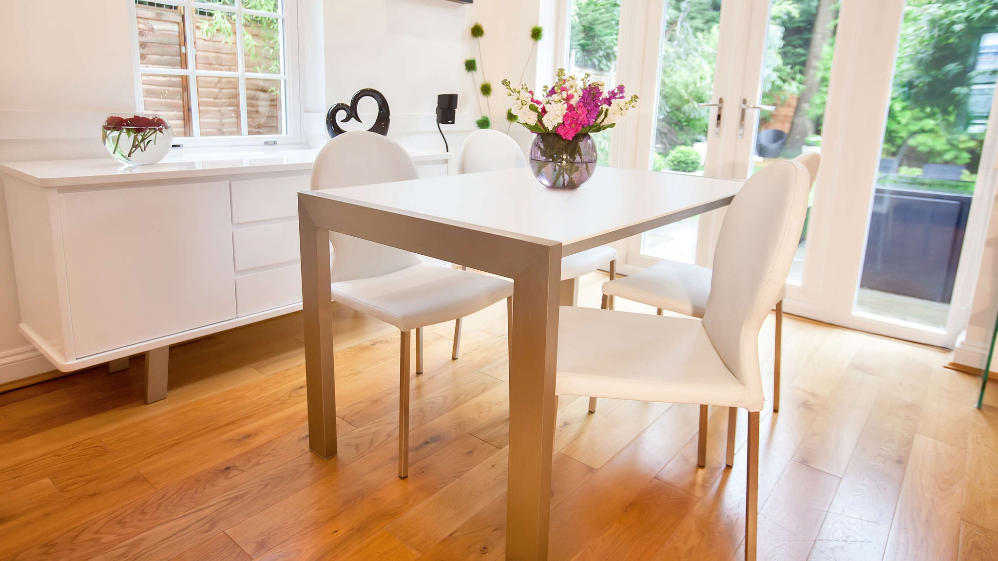 Comfortable White Dining Chairs and Large Dining Table
