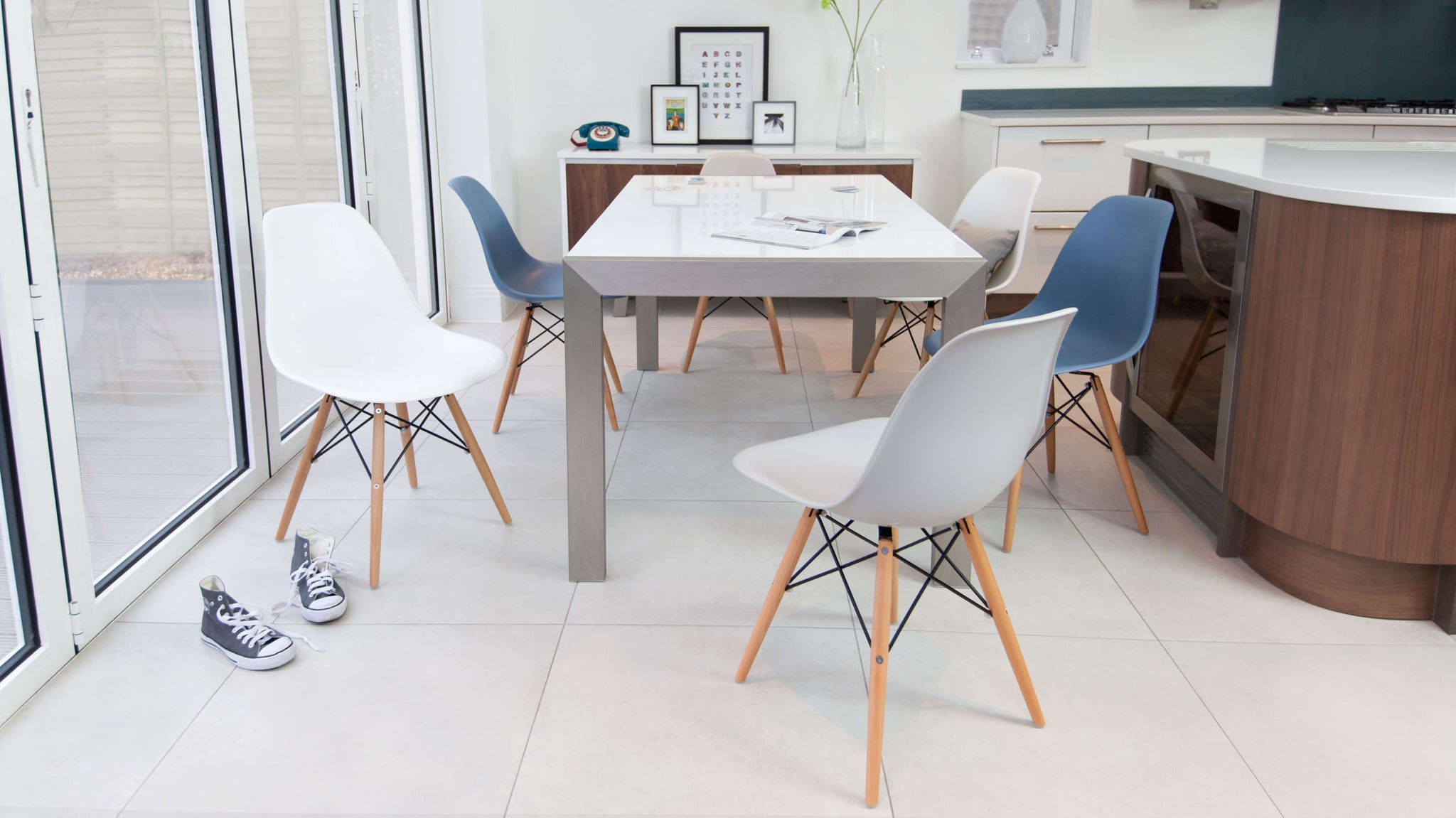 Comfortable Plastic Chairs and White Gloss Dining Table