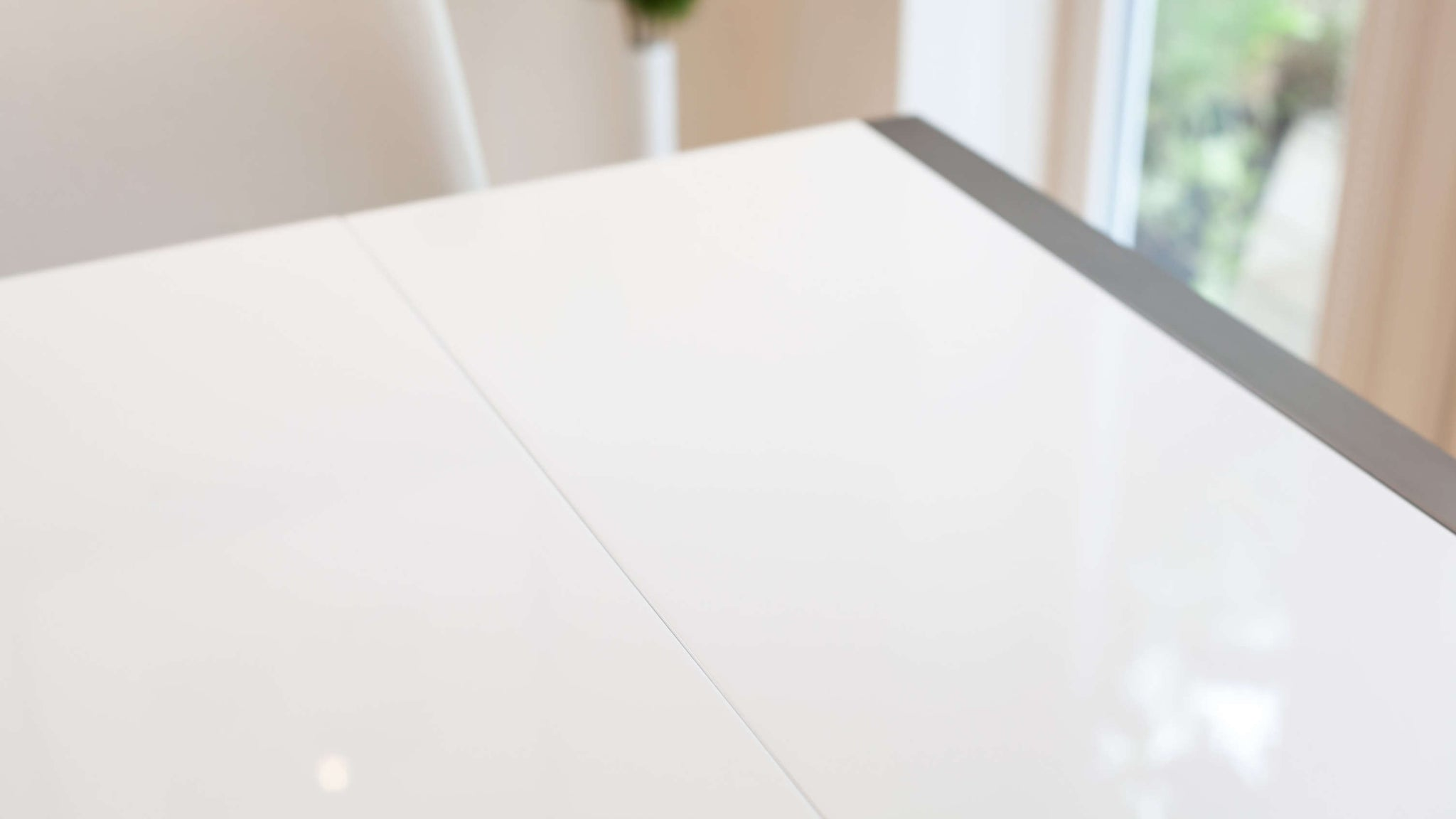 High Quality White Gloss Extending Dining Table