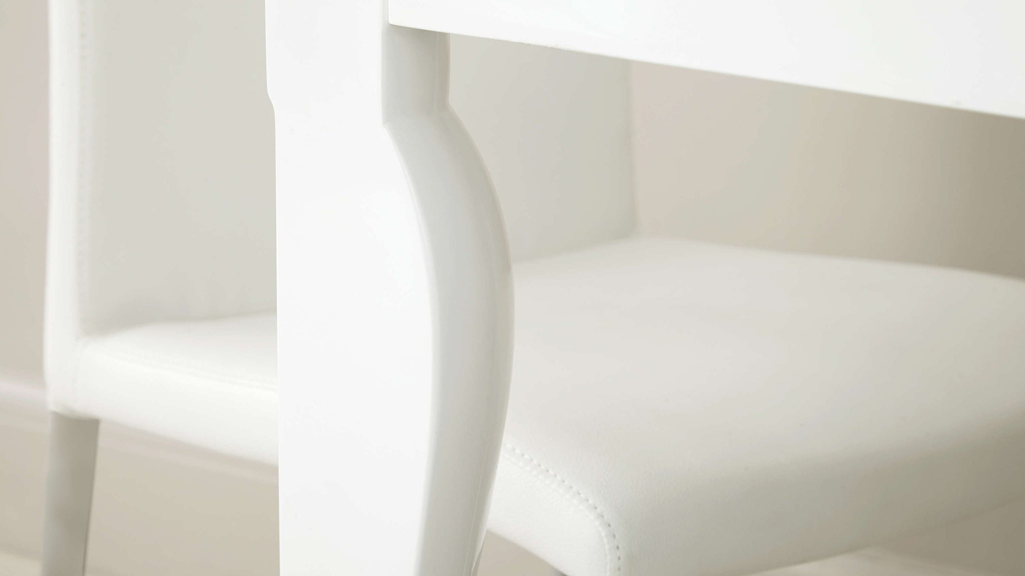 Curved Leg Dining Table in White Gloss