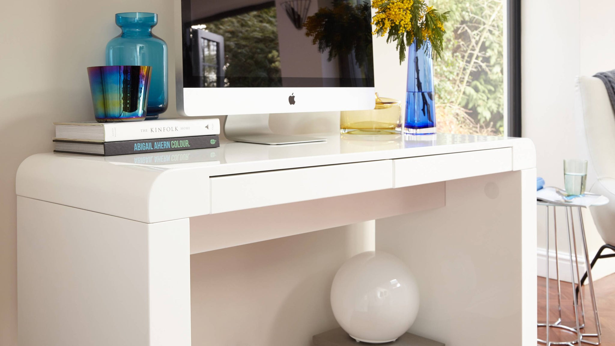 white gloss work desk
