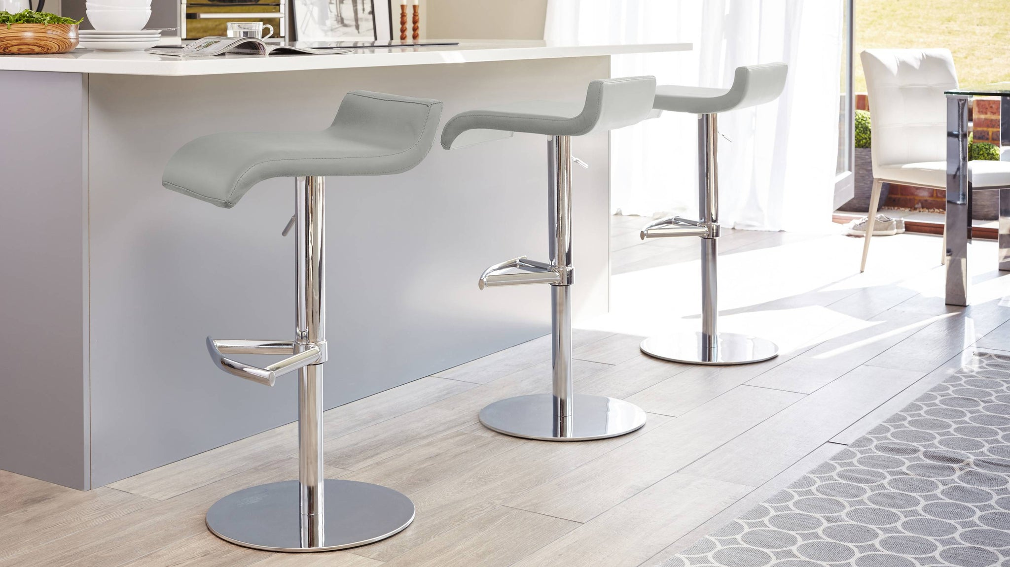 Modern Curved Faux Leather Bar Stool
