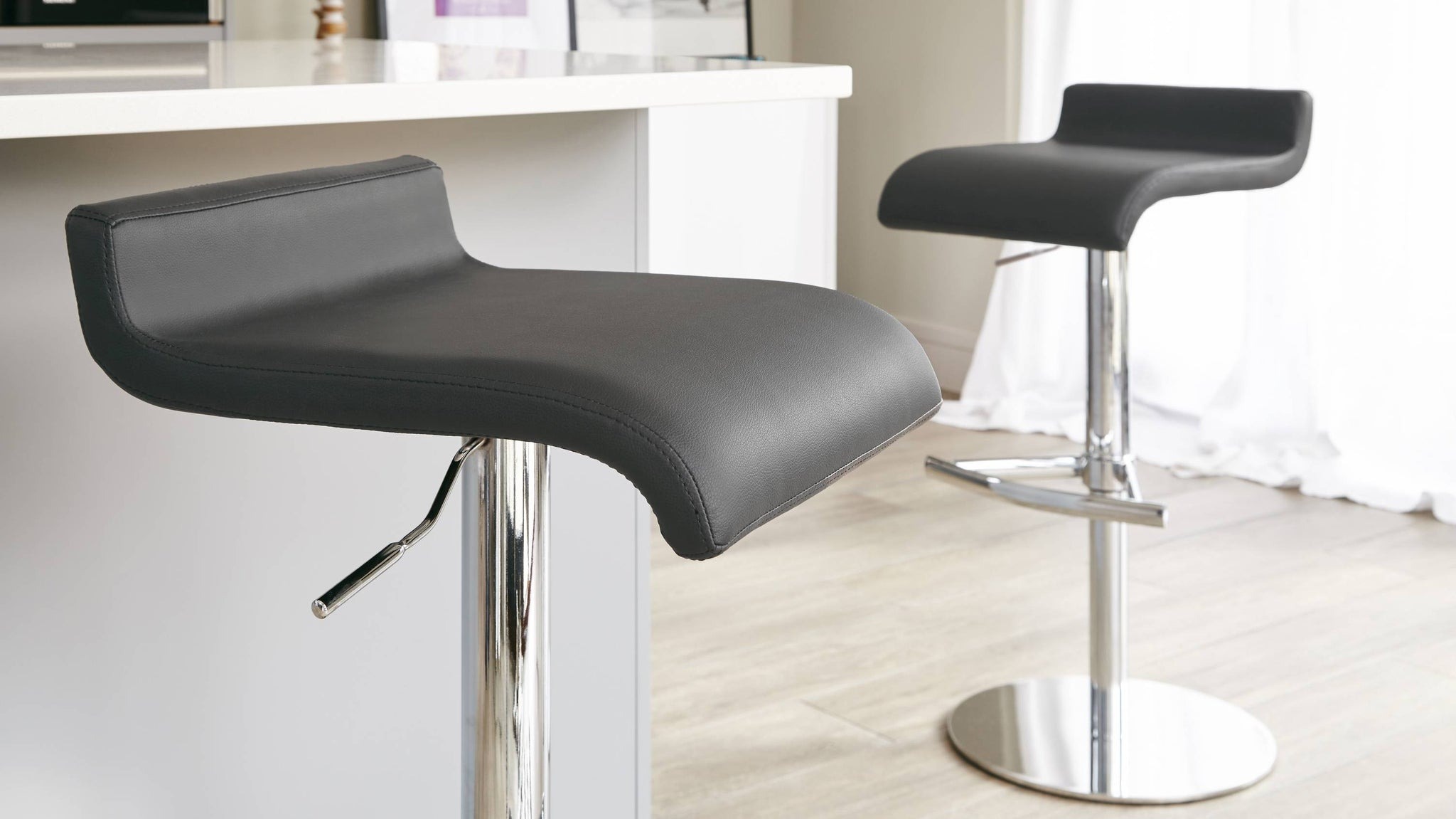 Stylish Chrome Gas Lift Bar Stool pedestal with Foot Rest