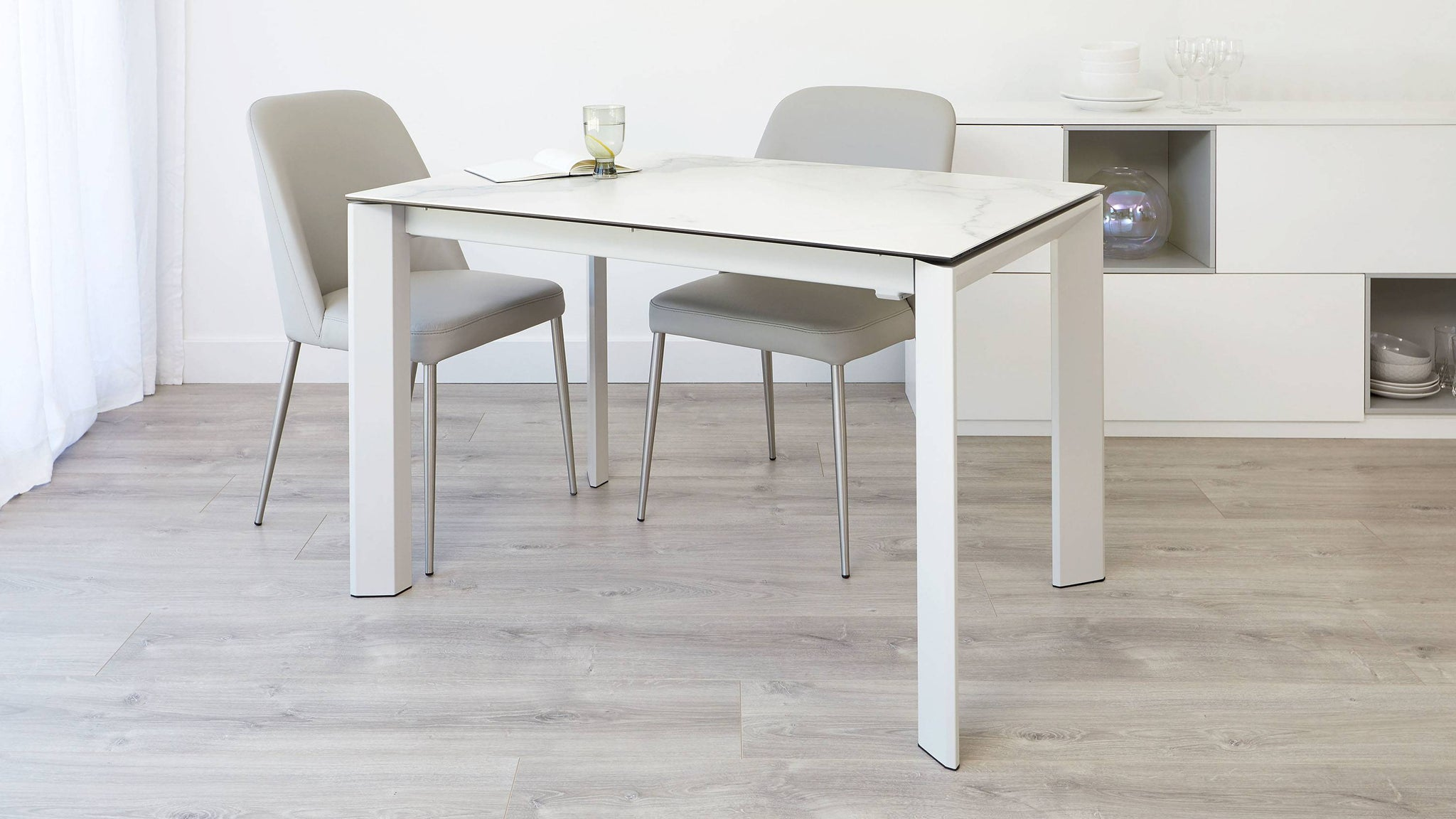 Modern marble extending dining table