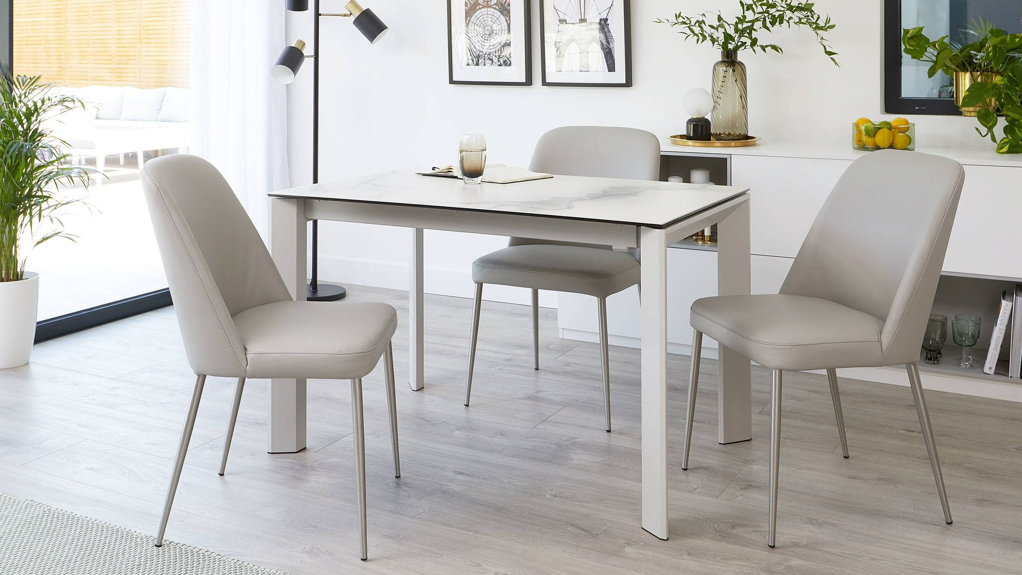 Louis 4-8 seater extending marble table