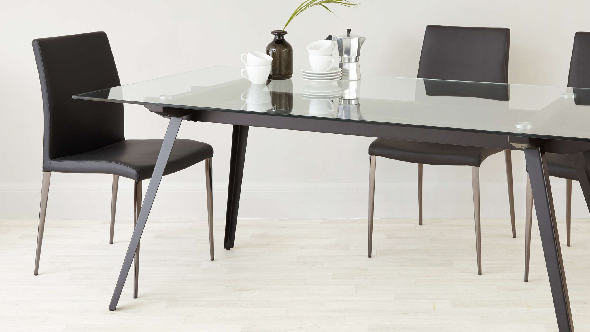 Picture of: Neo 6 To 8 Seater Glass Dining Table Danetti