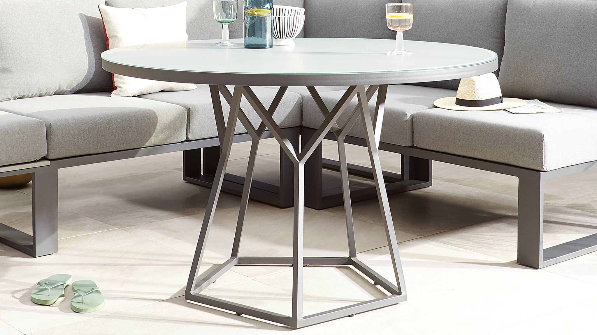 Round garden dining table sets