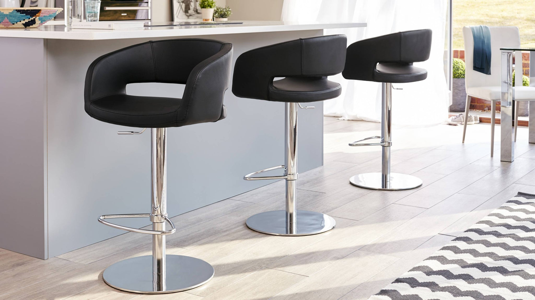 Black Bar Stool with Curved Back Rest