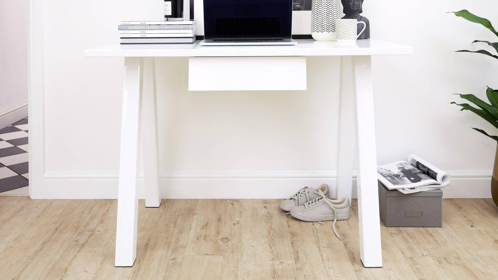 White gloss modern desk