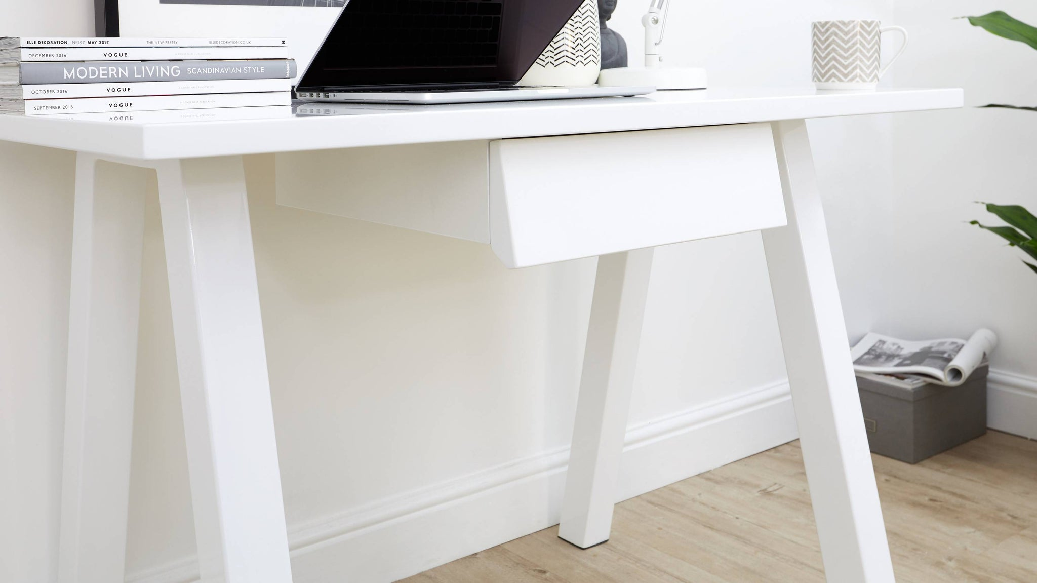 Modern white desk with drawer UK