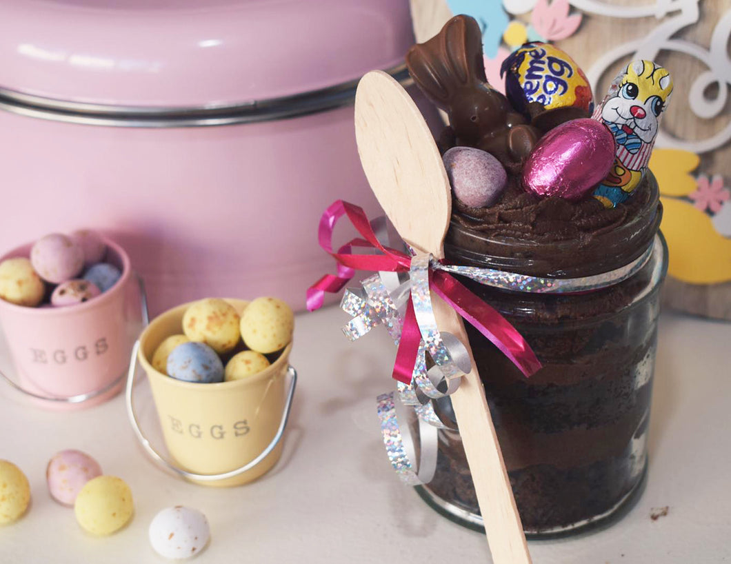 Chocolate fudge Easter cake jar
