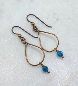 Copper teardrop earrings with apatite