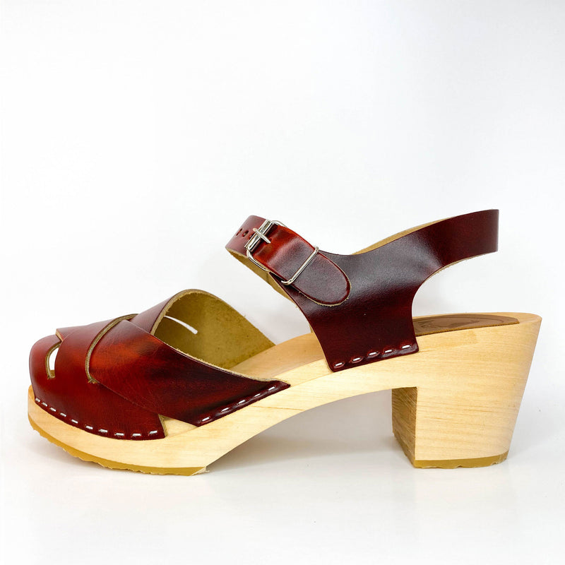 IN STOCK CLOGS - SIZE 39