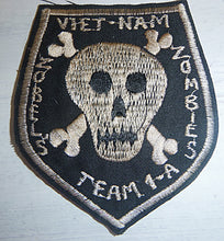 Load image into Gallery viewer, Patch - US SPECIAL FORCES - ZOBEL'S ZOMBIES - Plei Do Lim - Mike Force Base A-1 - Central Highlands - Vietnam War - Black Ops - Death Squad