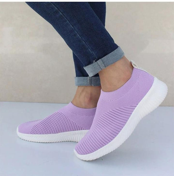 BREATHABLE ATHLETIC SNEAKERS
