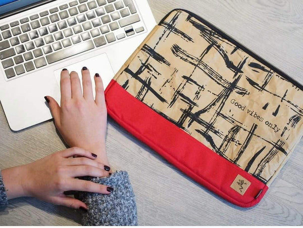 "Funda para laptop de 13"". Good vibes Ref. Rojo"
