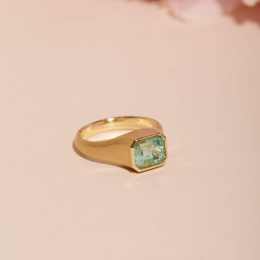 Nico Ring with Colombian Emerald - 18ct Gold