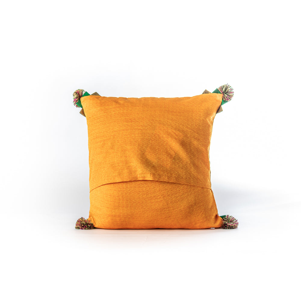 Load image into Gallery viewer, Oon pompom cushion cover