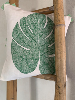 Tropical Philodrenon Split Leaf - Turtle Green Cushion Cover