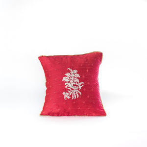 Load image into Gallery viewer, Floral flourish cushion cover