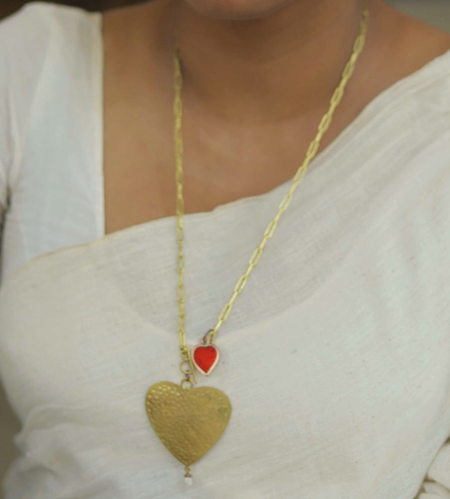 QUEEN OF HEARTS NECKPIECE