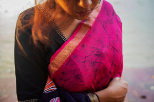 Load image into Gallery viewer, Kaisori Mayura Carmine Batik Maheshwari Saree