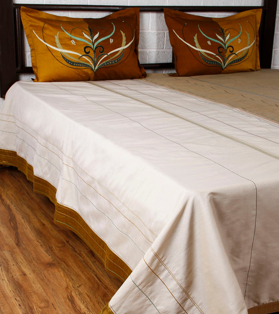 Paakhi Marg - Ivory Pista Bed Cover