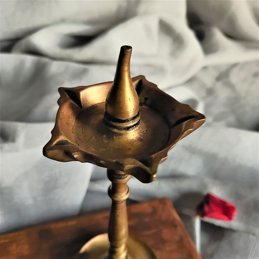 Load image into Gallery viewer, Vintage Brass Mysore Lamp