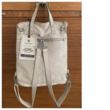 Laden Sie das Bild in den Galerie-Viewer, Bull & Hunt- Shopper Backpack stone