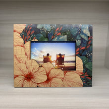 Load image into Gallery viewer, Bloom Cutout Detail 4X6 Picture Frame