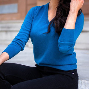 WOMEN'S CASHMERE TEAL V NECK JUMPER