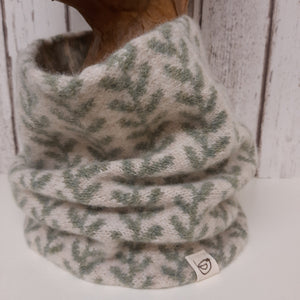 Handmade Merino Wool Snood, Running Leaf Pattern (Lichen Green)