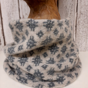 Handmade Merino Wool Snood - Welsh Tapestry Pattern (Grey)