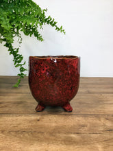 Load image into Gallery viewer, Plant pot on foot - red