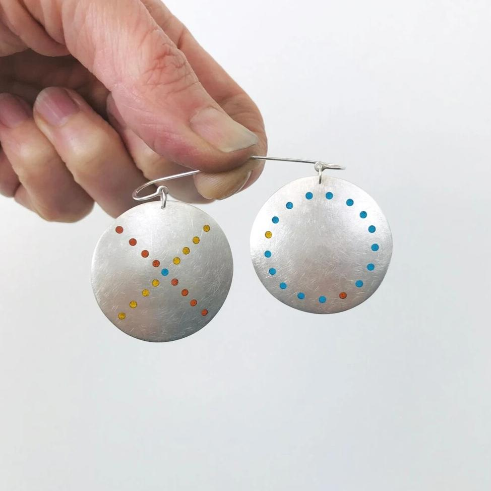 Load image into Gallery viewer, Plique XO Earrings
