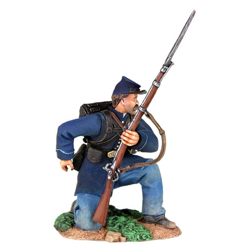 Federal Infantry Kneeling Reaching for Cartridge - Chester Model Centre