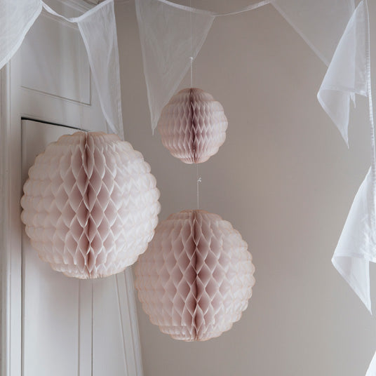 scalloped honeycomb paper decoration
