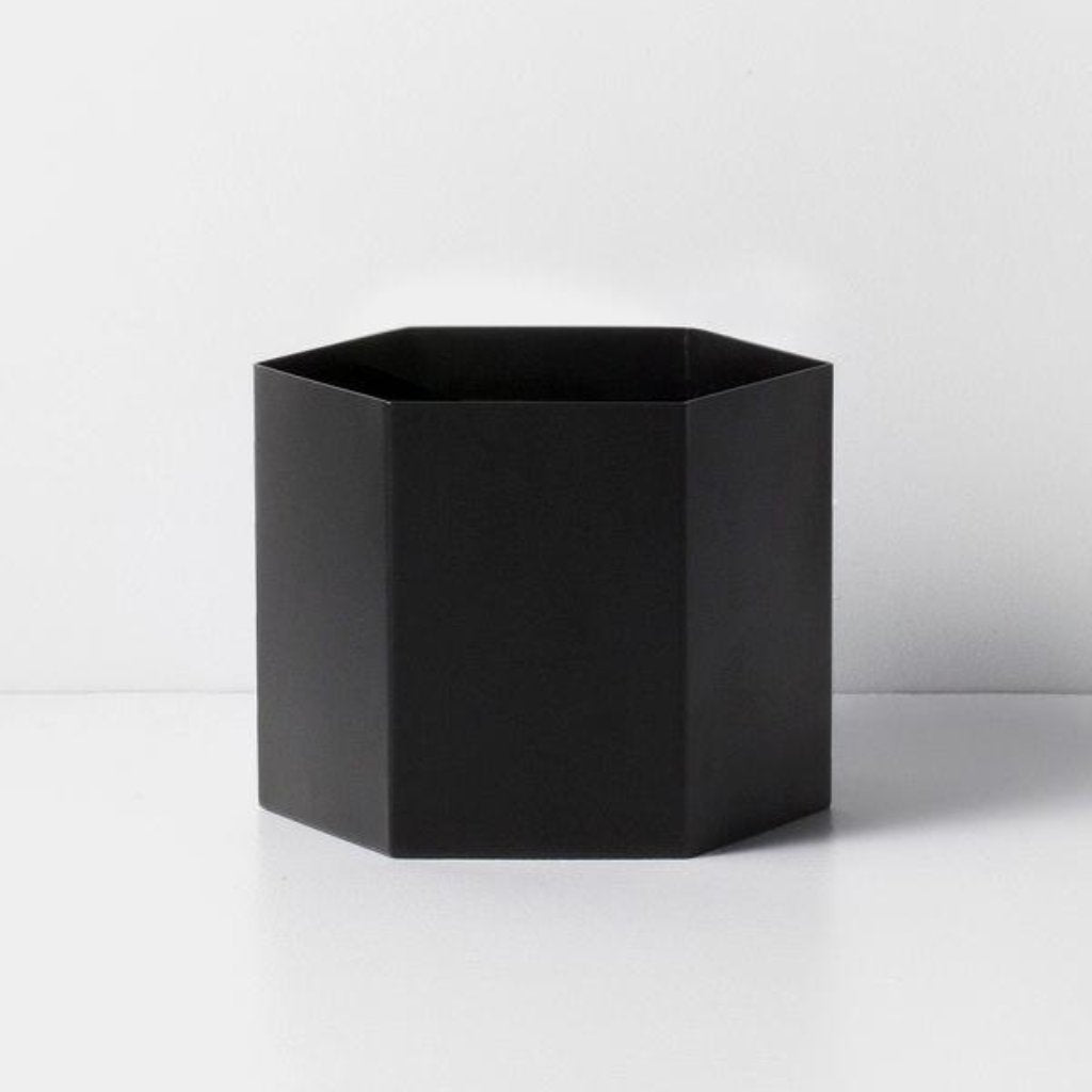 Vaso nero Hexagon dimensione XL di Ferm Living