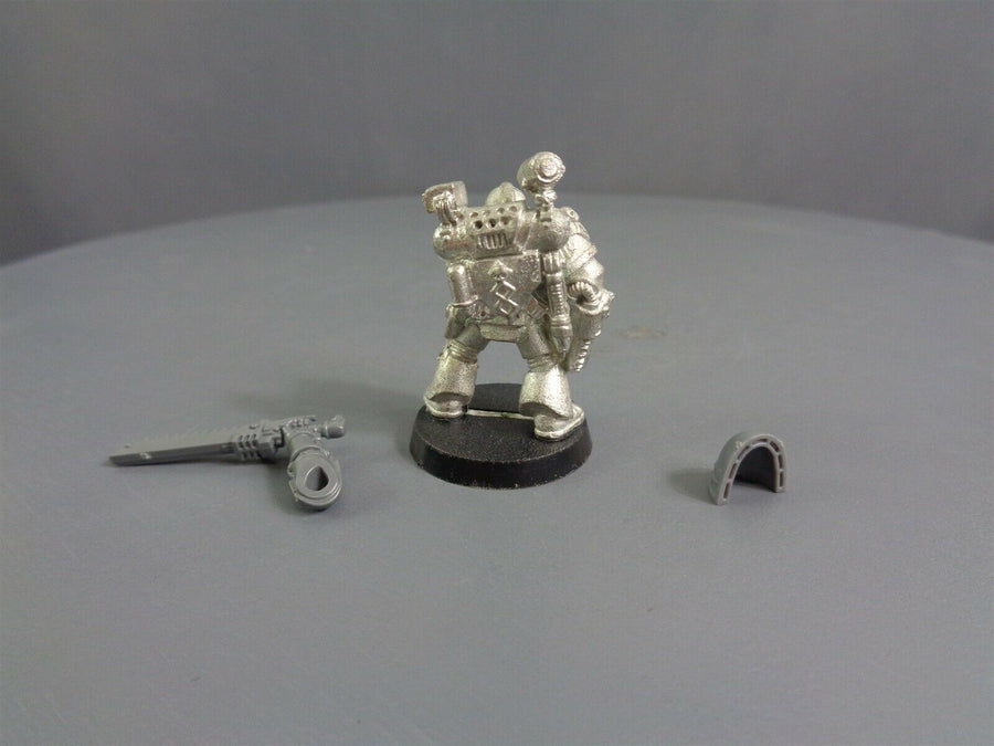 Space Marines Blood Angles Sanguinary Priest Apothecary 705