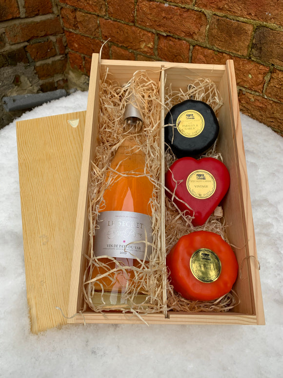 Provence Rose with three cheeses in a wooden box