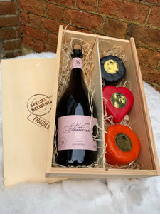 Sottano Rose Brut with three cheeses in a wooden box